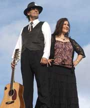 Pat Drummond & Karen Lynne 'unplugged' at Macquarie Towns Music Club