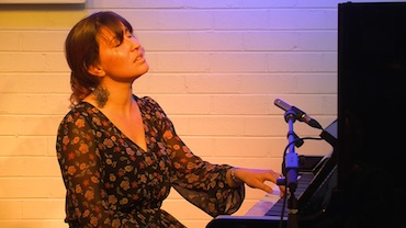 Rachel Collis returns to Humph Hall with a string quartet!
